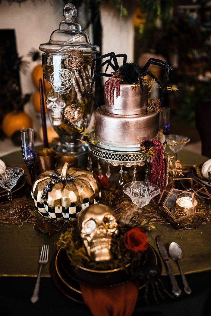 Gold Skull Halloween themed wedding décor and table settings