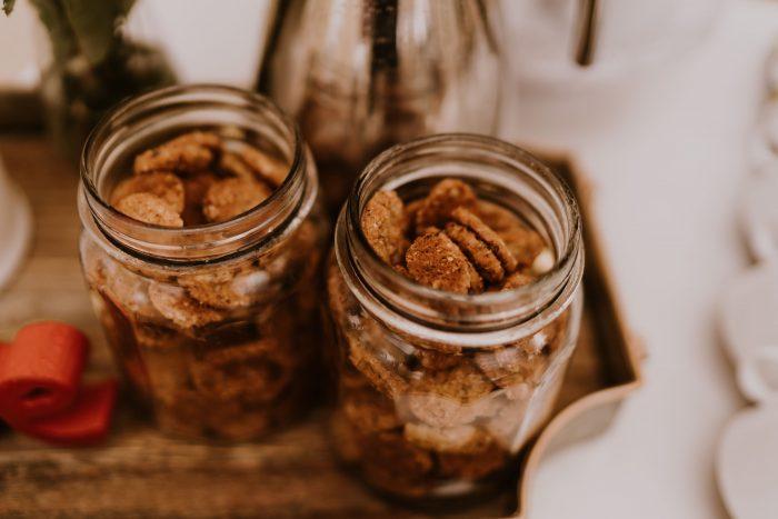 DIY Wedding Snack Idea of Cookies in Mason Jars for Guests
